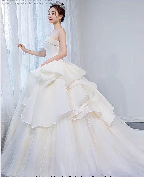 10 mẫu áo cưới phong cách hoàng gia sang trọng