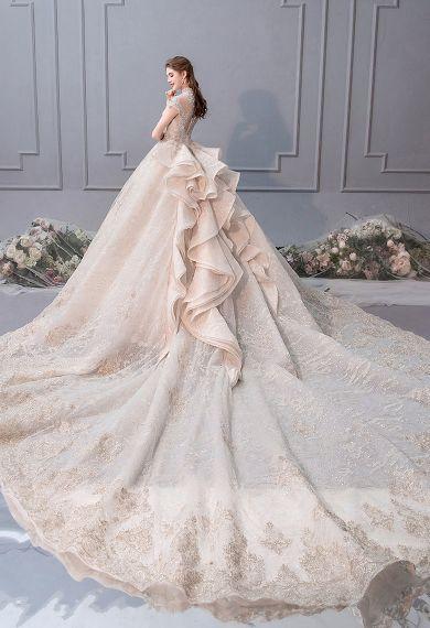 Áo cưới đuôi dài
