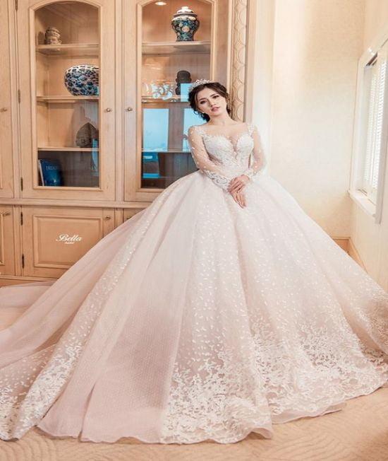 Chọn váy cưới đẹp cho lễ cưới tại nhà hàng